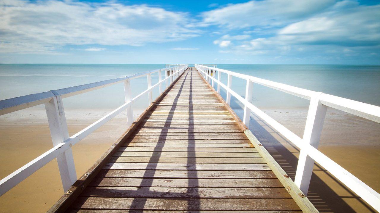 海に向かう水平線