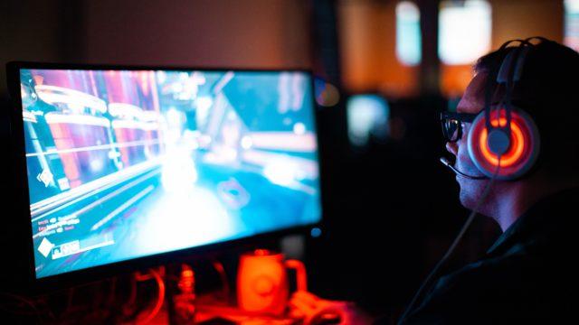 PCゲームをやっている人